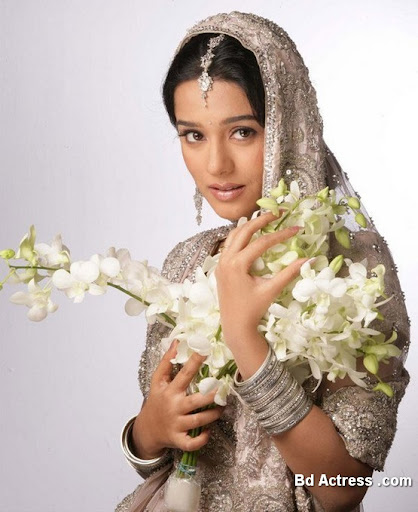 Bollywood Actress Amrita Rao Photo-02