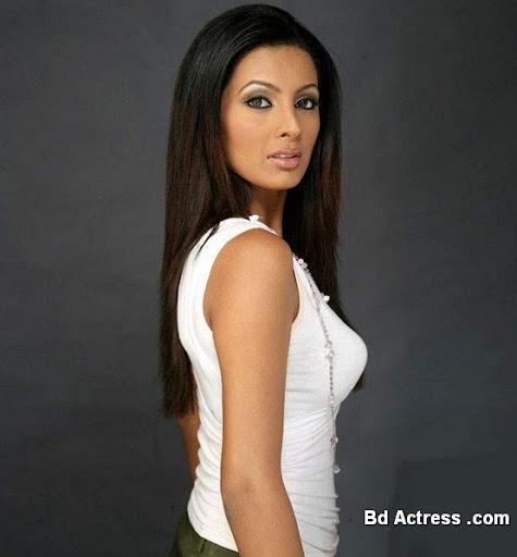 Bollywood Actress Geeta Basra Photo-02