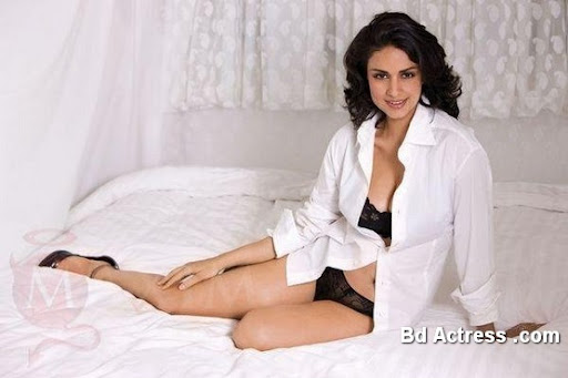 Bollywood Actress Gul Panag Photo-02