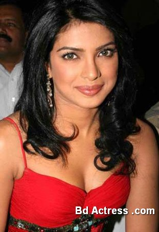 Bollywood Actress Priyanka Chopra Photo-11
