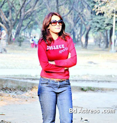 Bangladeshi Model Nowshin red t-shirt dress