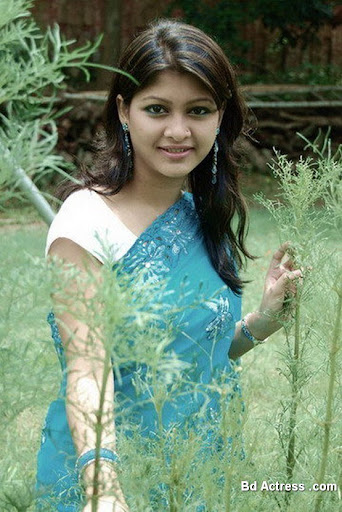 Bangladeshi Model Sarika in a park