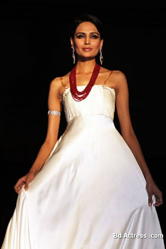 Pakistani Model Mehreen Syed white dress