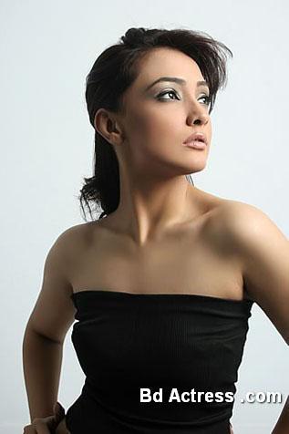 Pakistani Model Amna Karim