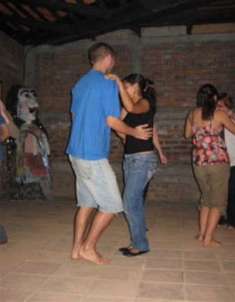 https://lh5.googleusercontent.com/_L898C9-TLtA/TYqfX69DRDI/AAAAAAAAAHQ/ENjOSdl3uoE/dancing%20salsa%202.jpg