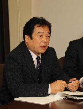 会見で25日開幕の意義を語る巨人の清武球団代表