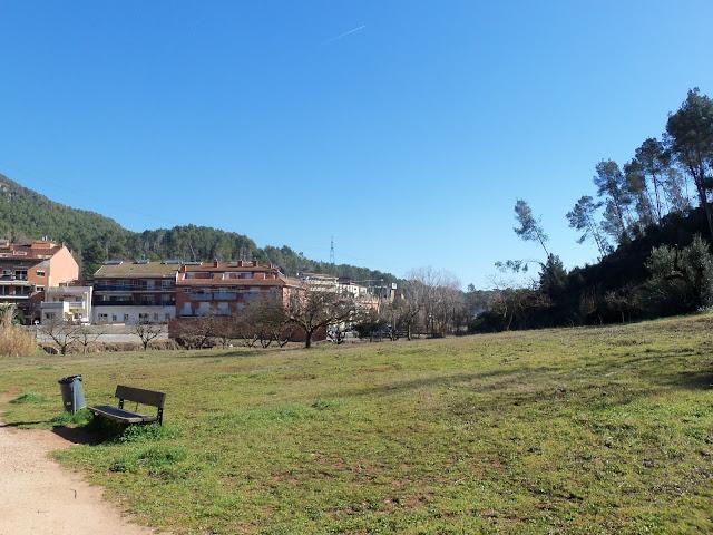 Inici del Passeig del Roure, en direcci&oacute; a les primeres cases del nucli de La Palma. <b>Autor: Konfrare Albert</b>