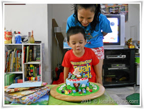Pasha and his angry birds cake