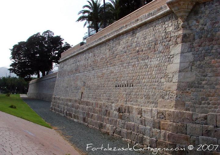 En Busca de las Murallas Romanas de Cartagena - Página 2 DSC03105