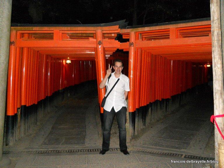 Perdu dans les torii... Par où aller ? à gauche bien sûr !