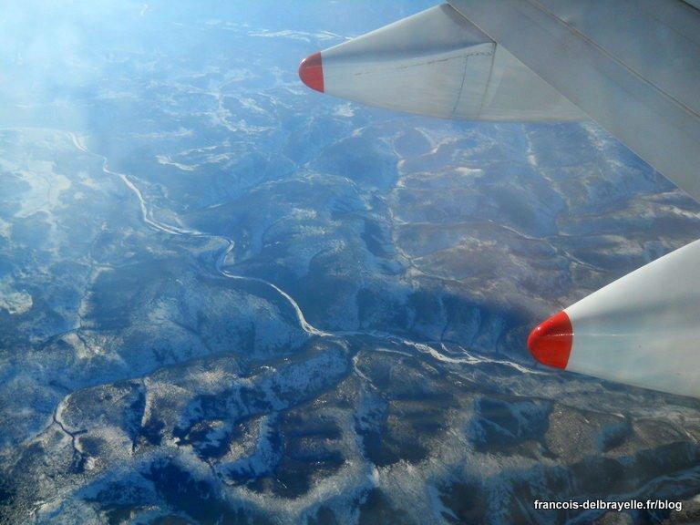 Vue depuis le hublot sur la Sibérie