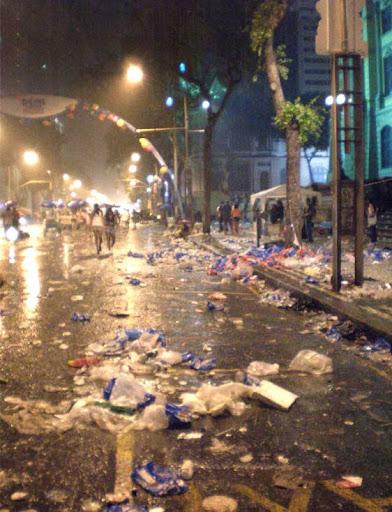 coluna zero, fotos, rio de janeiro, carnaval 2011, lixo, consciência ambiental, carnaval de rua, meio ambiente, consumo consciente, COMLURB