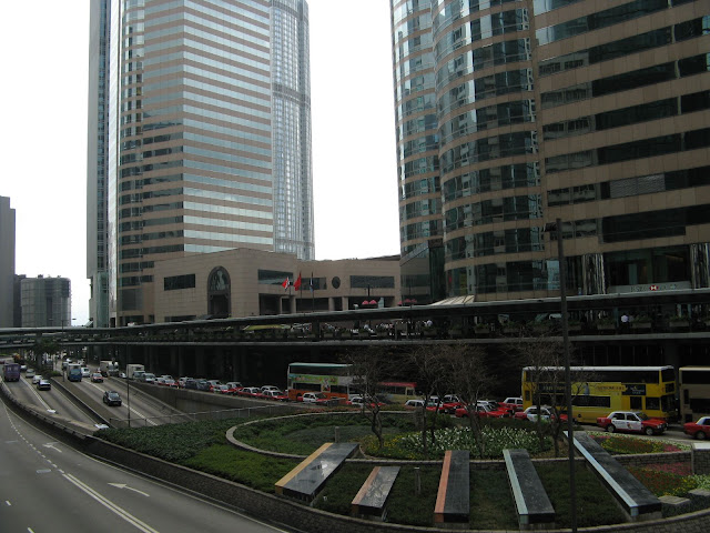 Most of the downtown skyscrapers are linked by these covered 'All Weather' walkways so you never really need to step onto the road!
