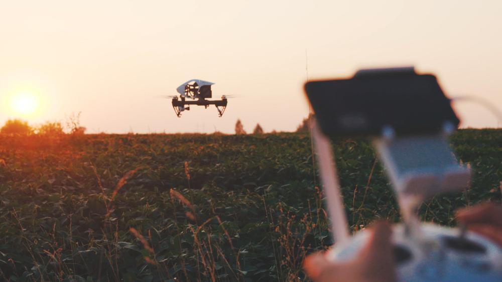Drones podem mapear a propriedade de forma integrada a máquinas autônomas. (Fonte: Shutterstock/america_stock/Reprodução)