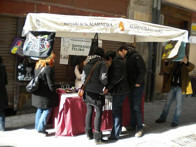"Esperanza Felina en ""El Mercado de La Almendra"" en Vitoria DSCN4104"