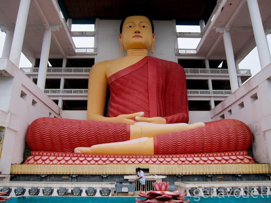 Буда који седи