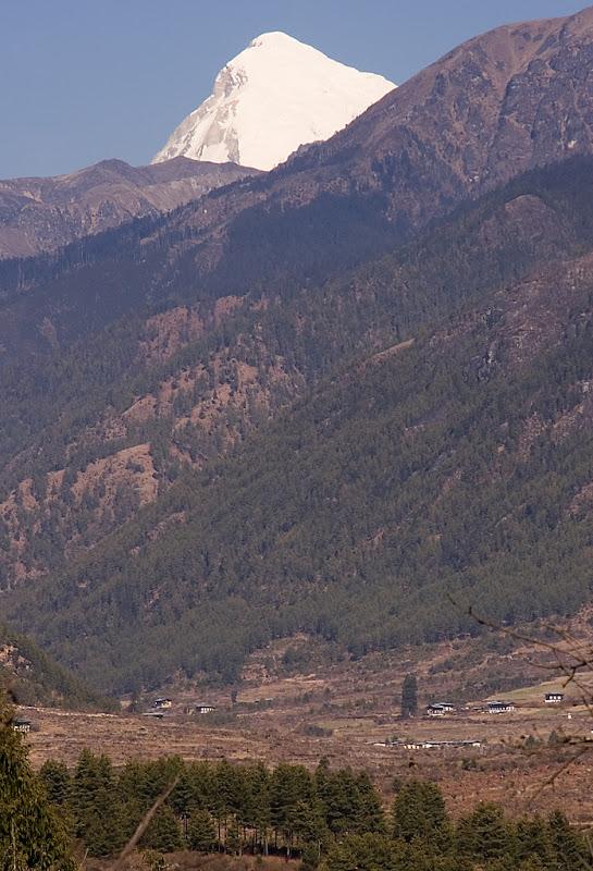 Еверест (Джомолунгма) у подножия