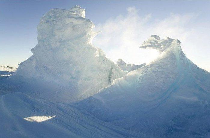 «Ледяные дымоходы» на склонах вулкана Эребус