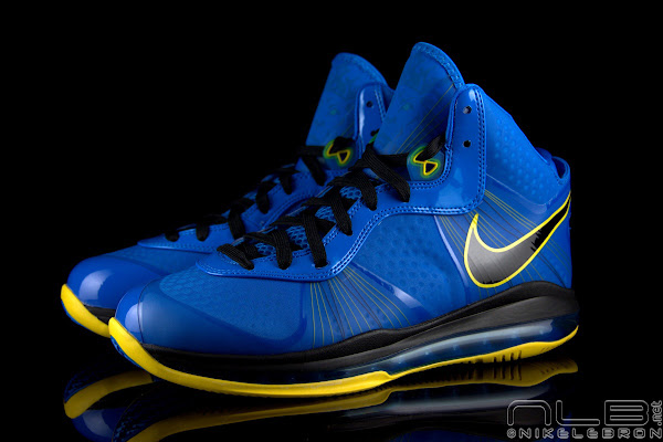 The Showcase Nike LeBron 8 V2 Entourage Including 2 Lace Swaps