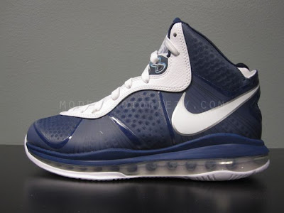 nike air max lebron 8 v2 navy white 5 01 Nike LeBron 8 V2 Navy/White/Silver aka Yankees Actual Photos