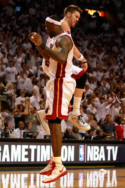 LeBron James Scores 35 as Heat win in OT to Push Bulls to Brink