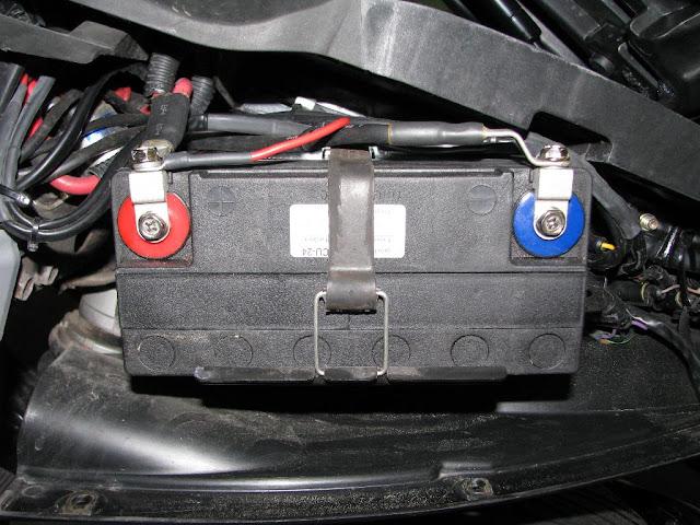 Motorrad Batterie Einbauen