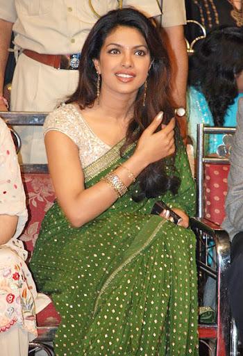 Priyanka Chopra - Stránka 3 Priyanka-chopra-saree-1