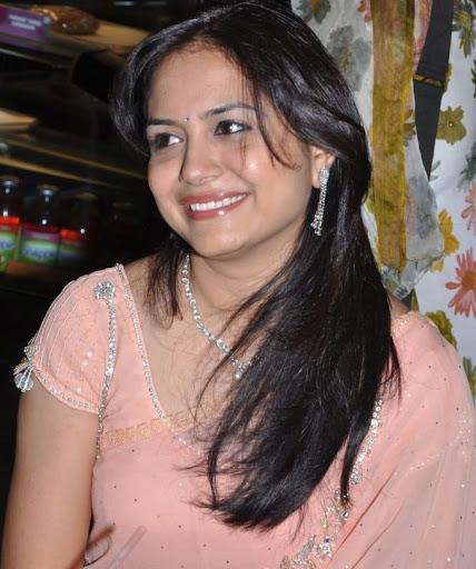 Singer Sunitha In Saree Photo Gallery