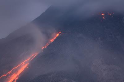 Lava en el volcán Arenal en Costa Rica