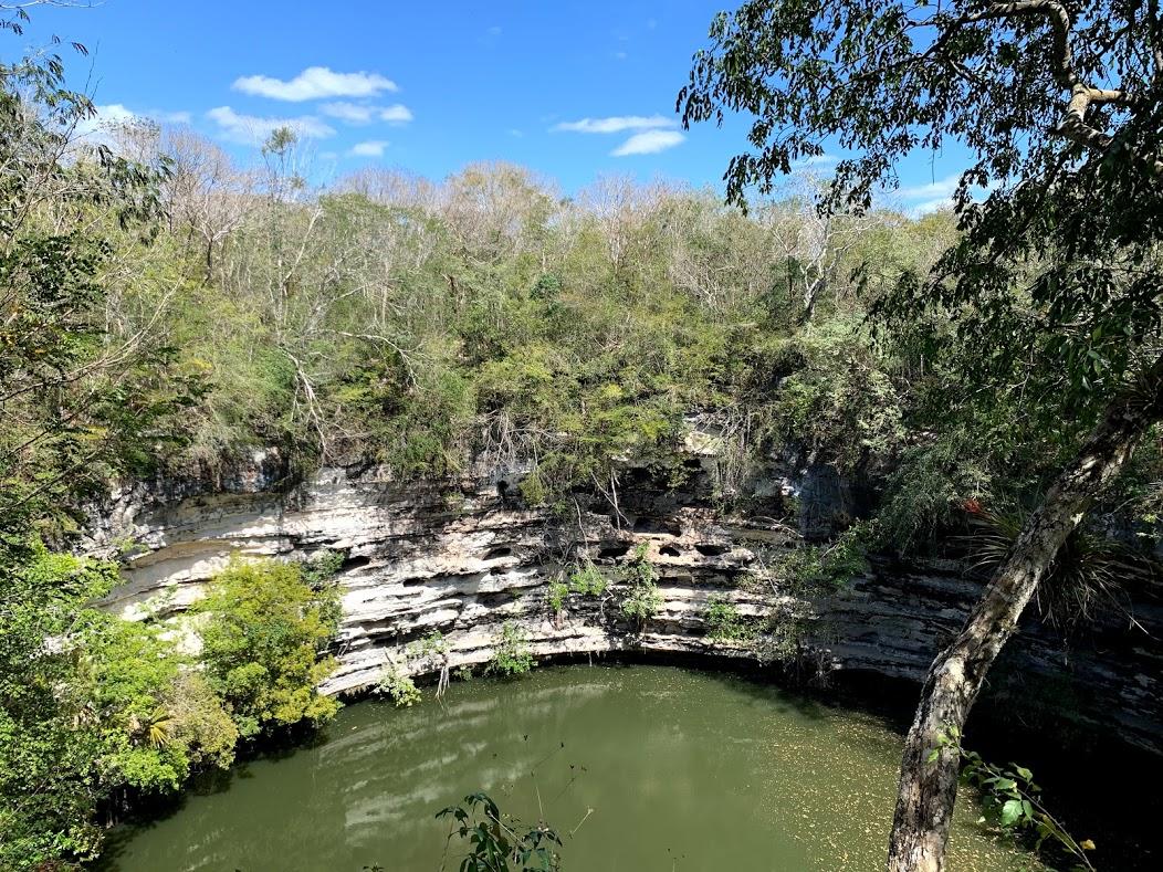 La cenote sacrée Chichen-Itzà
