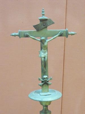 Chrystus z trupią czachą w muzeum w Maladze na zamku Giblarfaro