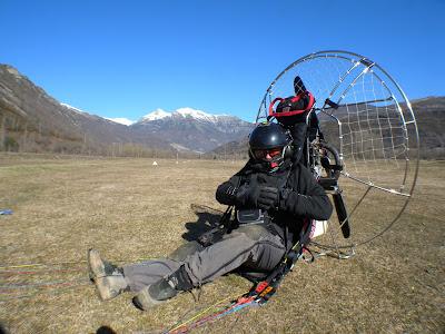 karen skinner aterrizada tras entrenamiento record de altura paramotor