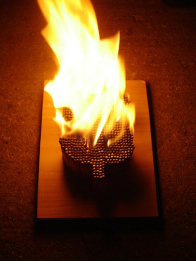 https://lh5.googleusercontent.com/_bKN77pn74dA/TWFXyygw8TI/AAAAAAAAE3s/BbT-zmsE81s/s512/05-matches-burn-big.jpg