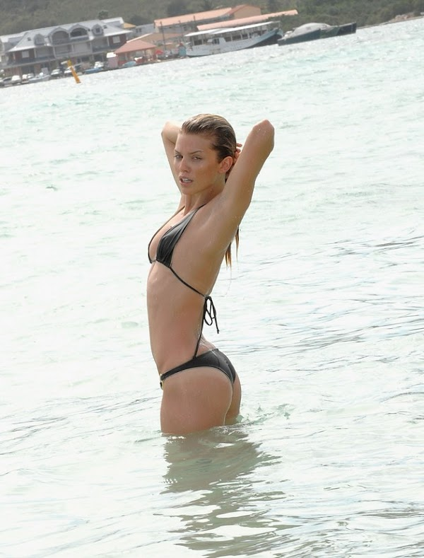 AnnaLynne McCord & her sister hit the beach in St. Maarten:celebrities,sex beach0