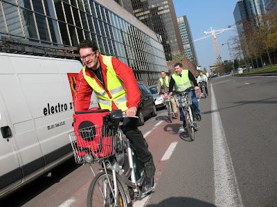 В Брюсселе автомобилистам предложили пересесть на велосипеды Vtespffinances07-08