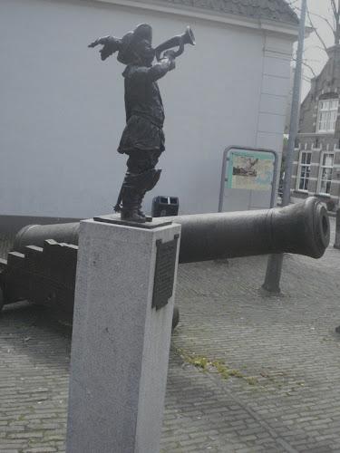 Woudrichem Statua cannone