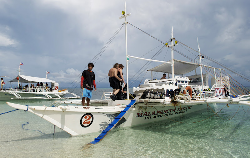 Divers board one of Exotics banka boats for an afternoon visit to Monad Shoal. Photo by Bobbi Lee Hitchon