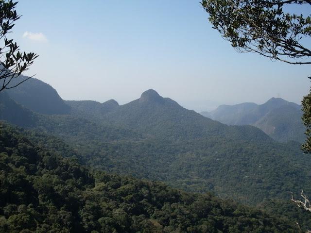 Vista do Morro da Taquara em direção a Pedra do Conde