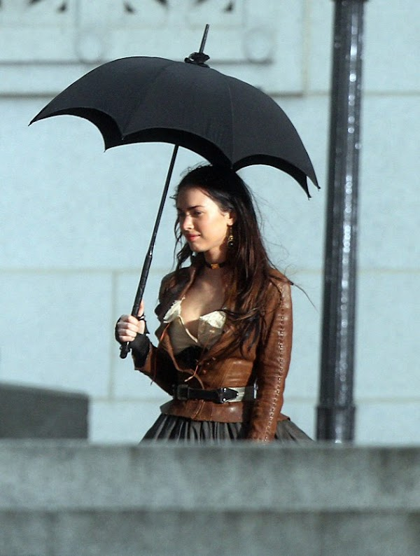 Megan Fox is in 'Jonah Hex', looks hot (as usual):celebrities