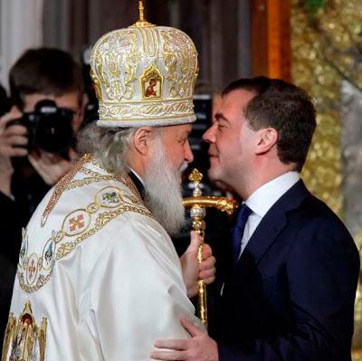 Patriarca de Moscú Kiril y presidente ruso Medvedev. Foto de Asia News