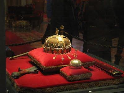 Corona, espada, cetro y orbe reales de Hungría