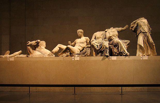 Мрамор Элгина— собрание древнегреческого искусства, восновном изАфинского акрополя, привезённое вАнглию вначале XIX века лордом Элгином ихранимое вБританском музее. Ксожалению, непрофессиональная попытка очистить мрамор азотной кислотой в1845 и1930 годах нанесла бесценной коллекции изрядный ущерб.