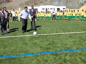 Casarabonela cuenta con un nuevo campo de fútbol de césped artificial 39390ea1c245d