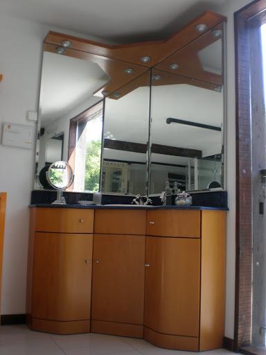 Oferta exposici n mobiliario de ba o radio 3 cocinas for Ofertas cocinas de exposicion