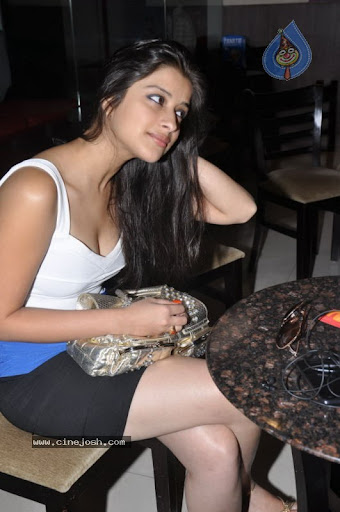 Madhurima Spicy Cleavage Exposing Stills