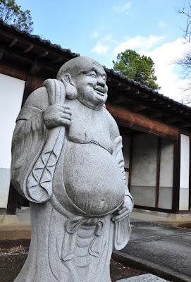 大智寺入口の布袋尊像