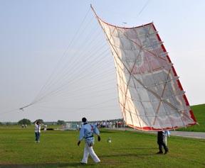 凧を上げる瞬間