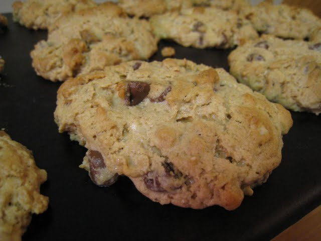 ... Kitchen in Cincinnati: Peanut Butter and Oatmeal Chocolate Chipsters