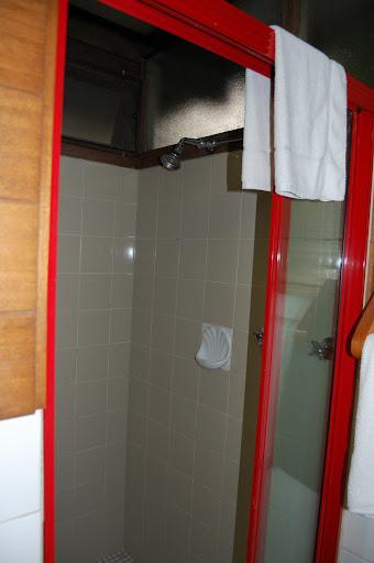 ビナブラマウンテンロッジのアカシアキャビンのシャワー室の写真