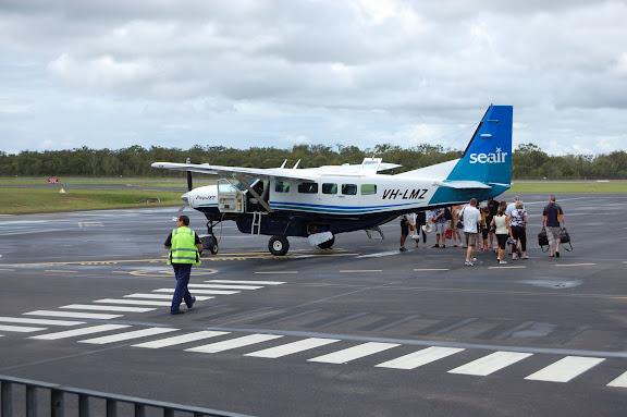 レディエリオット島へ行くSEAIRの小型飛行機の写真